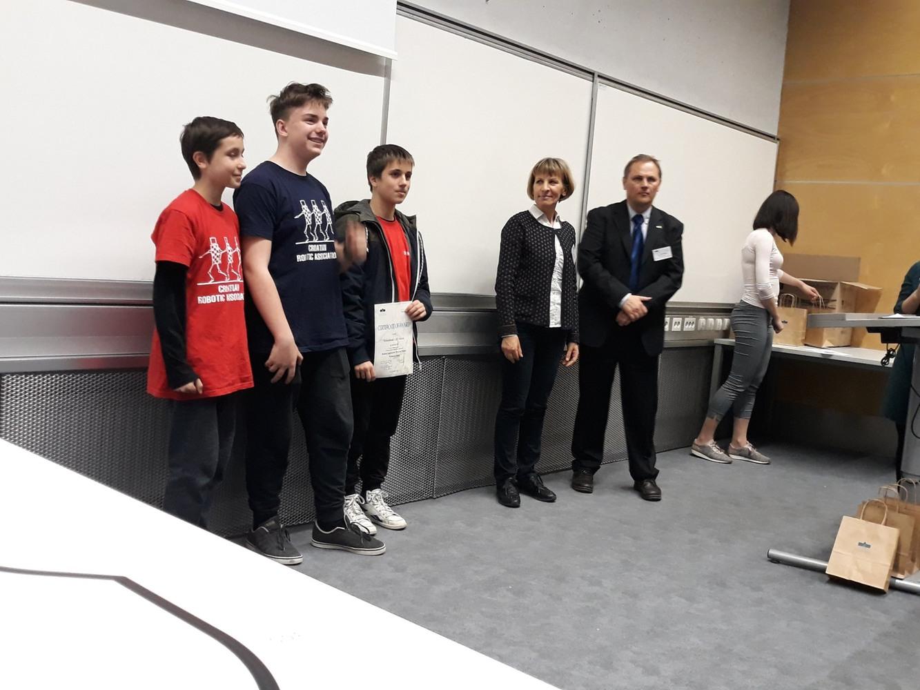 1. mjesto ekipa Robofreak u kategoriji Rešovanje Labirint za osnovne škole