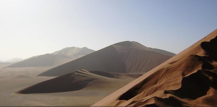 """Tajna """"vječno vedrog neba"""" krije se u činjenici da su pustinje (a posebno one smještene uz obratnice) područja stalno visokog tlaka i zbog toga pod utjecajem anticiklone"""