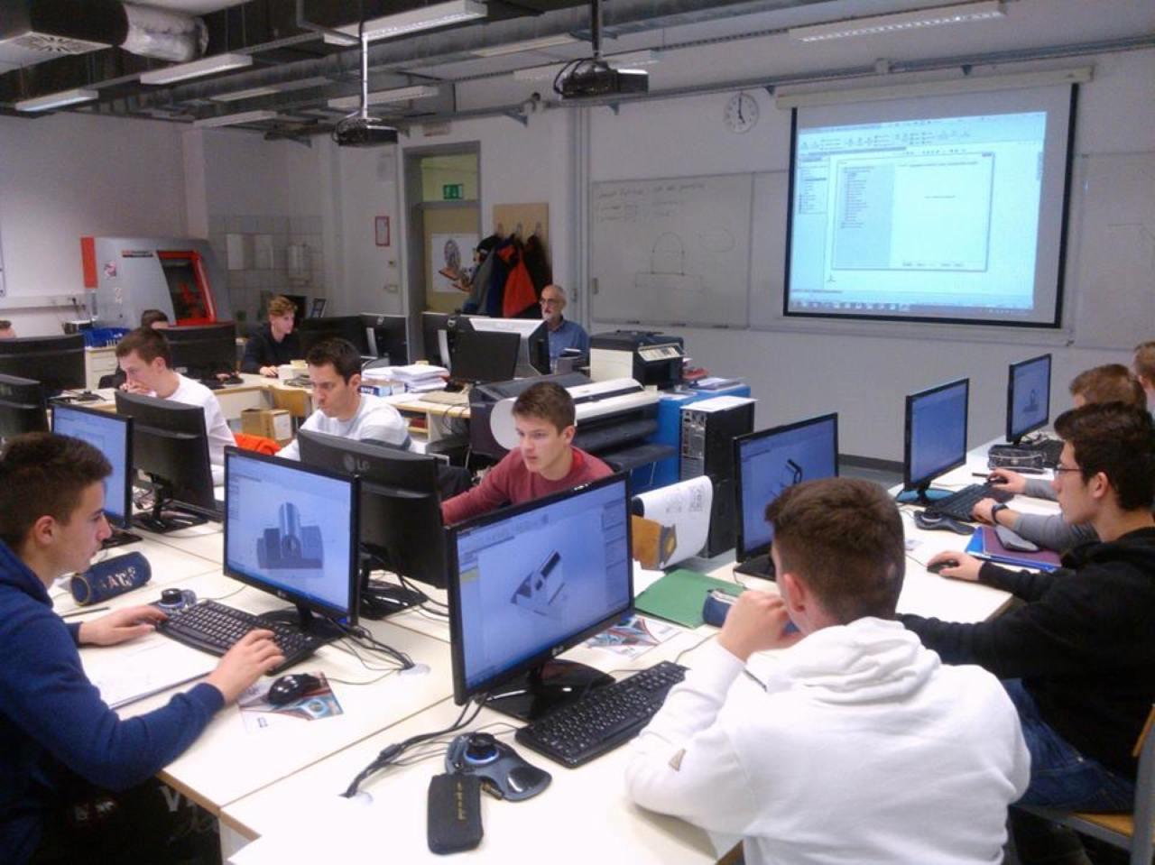 Srednja škola Buzet ulaže u znanje svojih učenika.Tako su kroz projekt ERASMUS+ od EU dobili oko 600.000 kuna, a 52 učenika buzetske škole u sklopu tog projekta odlaze u Srednju tehničku školu Kopar opremljenu najsuvremenijom opremom.