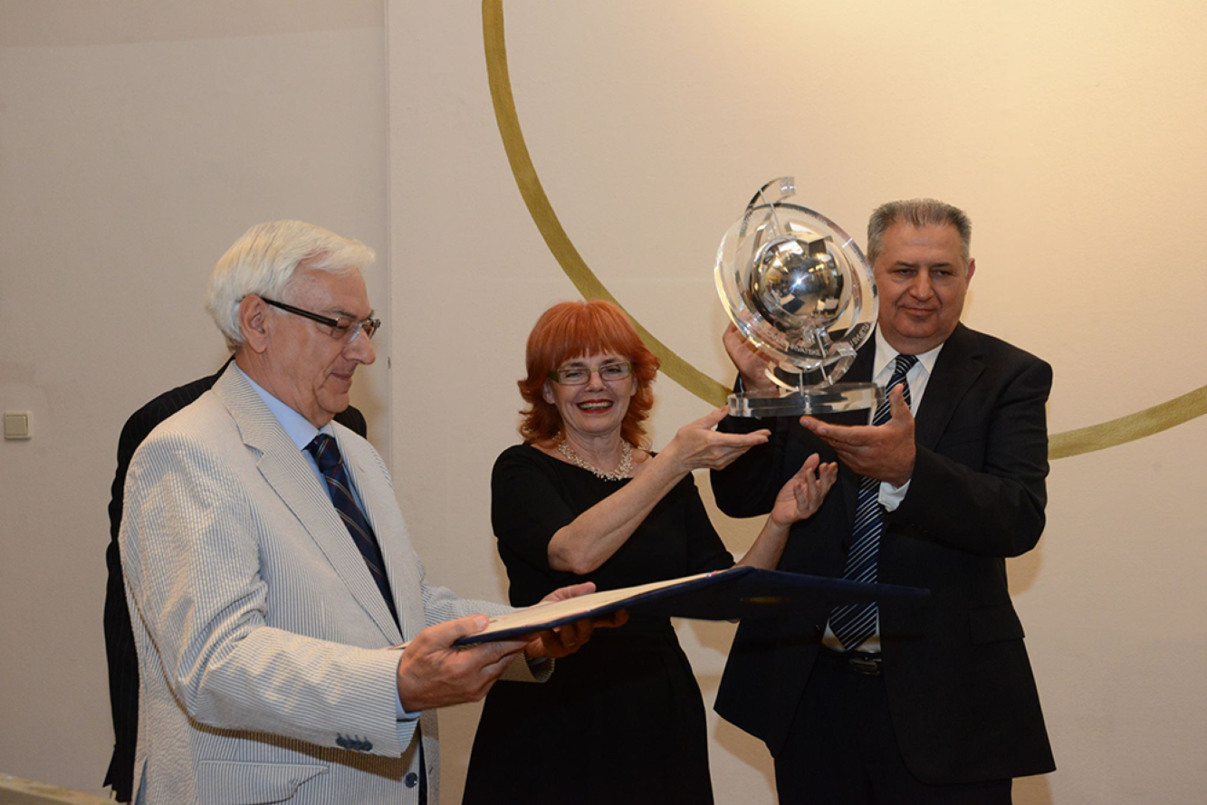 Hrvatski kulturni klub Zagreb Školskoj knjizi je dodijelio Godišnju nagradu za promicanje hrvatske kulture u svijetu